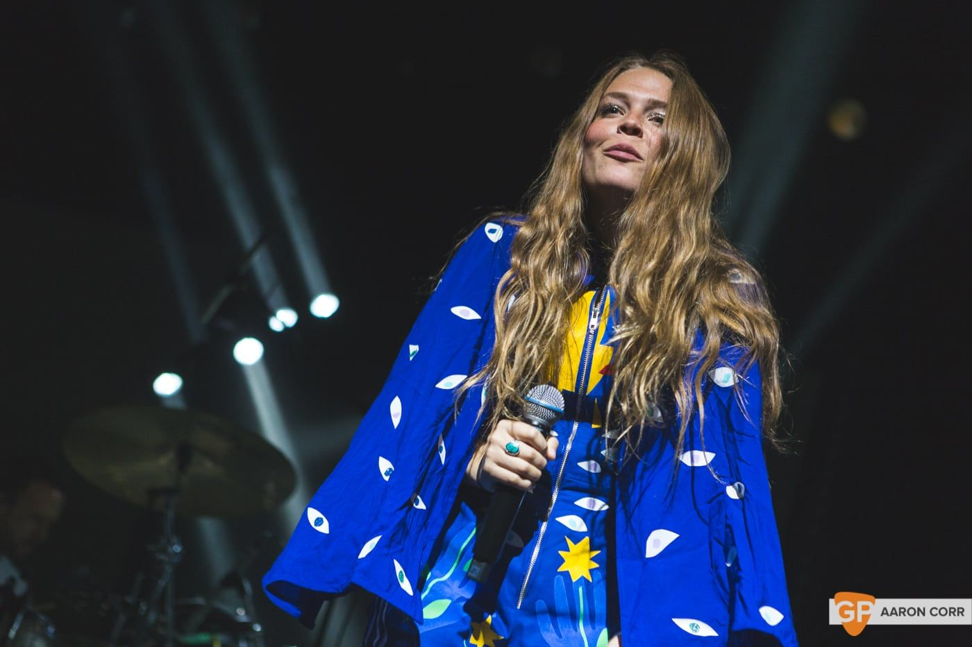 Maggie Rogers w-Haim at Olympia by Aaron Corr-1492