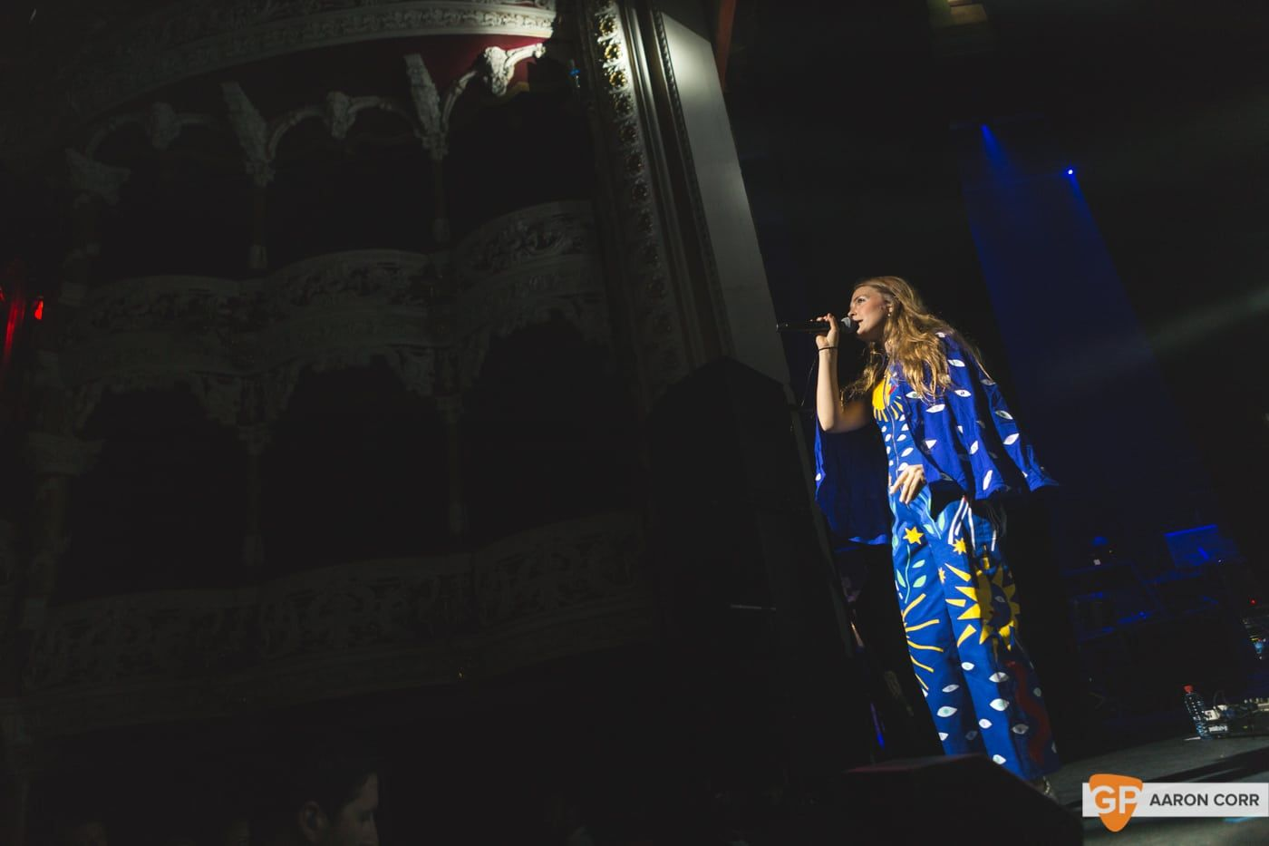 Maggie Rogers w-Haim at Olympia by Aaron Corr-1493