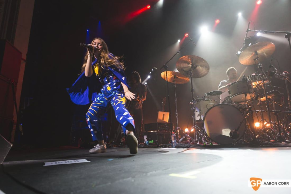 Maggie Rogers w-Haim at Olympia by Aaron Corr-1504