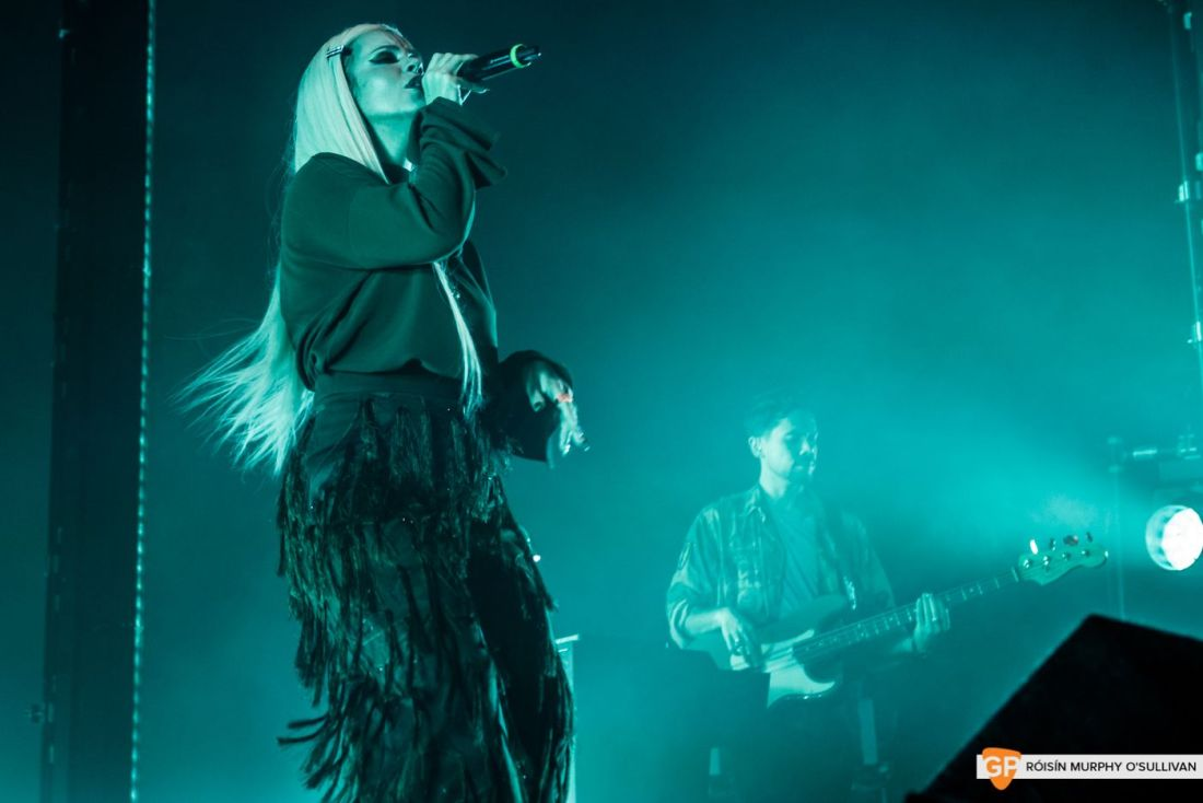 Lily Allen in The Olympia by Róisín Murphy O'Sullivan (4 of 10)