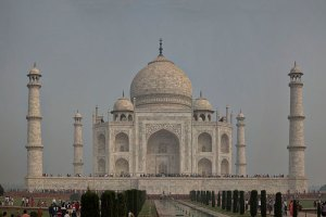 taj-mahal-in-agra-travel