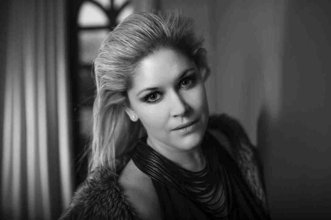 Lisa Goldin - close up sml