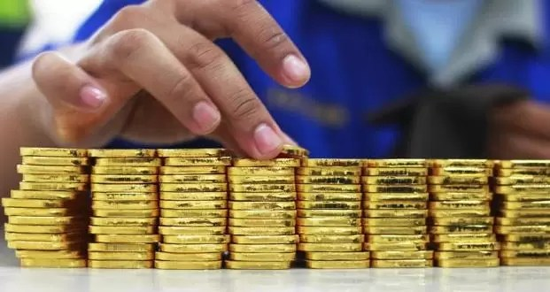 Should You Buy Gold Now? Here's What Experts Say