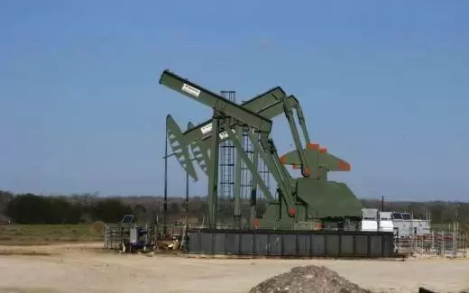 Breaking News - Crude Oil Prices Dip on Swelling U.S. Supply - OPEC Output Cuts Loom