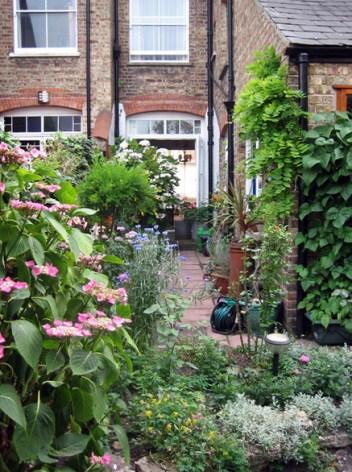 Beautiful garden at Douglas Avenue B&B, Hythe, Kent