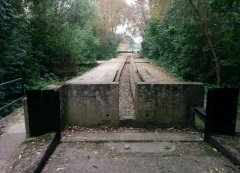 Middlesex filter beds - defunct railway tracks (?)