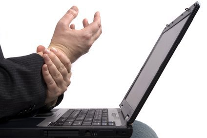 wrist pain at laptop ergonomics