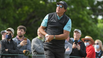 Once again, lack of focus costs Phil Mickelson, who shoots 75 on Friday at Wells Fargo