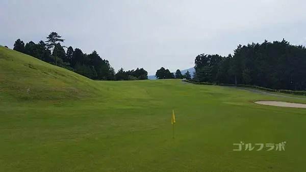 レンブラントゴルフ倶楽部御殿場の駿河コース8番ホールの2打目