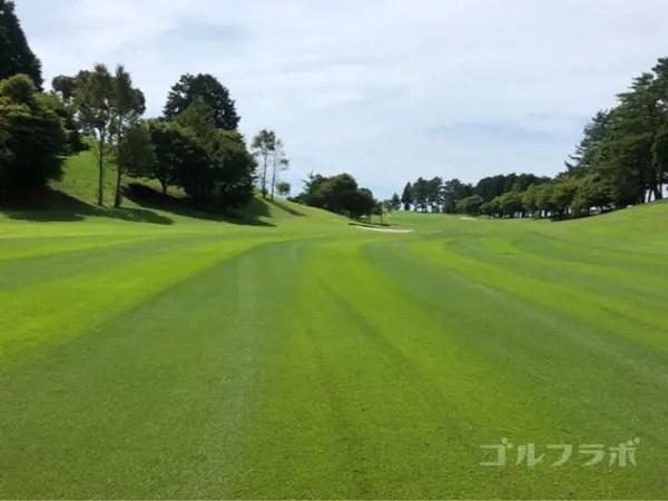 凾南ゴルフ倶楽部の1番ホールの2打目