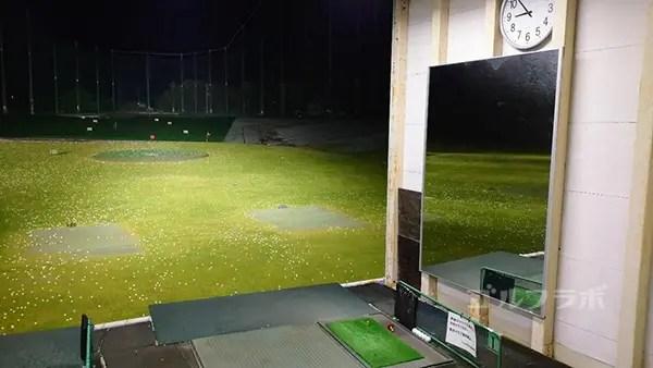 .ジャンボゴルフクラブの2階の姿見がある打席