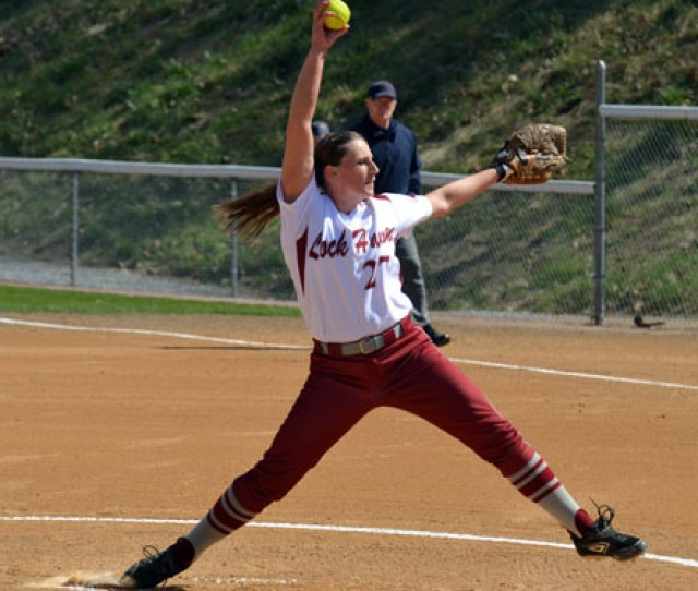 Pitching Powers Lady Eagles To Sweep Of Goldey Beacom