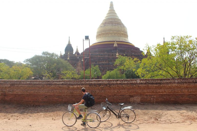 Bagan cycling temples Myanmar wereldreis