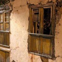 Las casas que son ya silencios en las calles