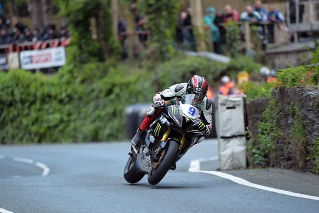 METZELER conquista l'Isle of Man TT 2015