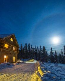 A Taste of Alaska Lodge at Night