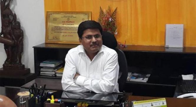 देश के टॉप 10 आईएएस अधिकारियों में चुने गए कबीरधाम के कलेक्टर अवनीश कुमार