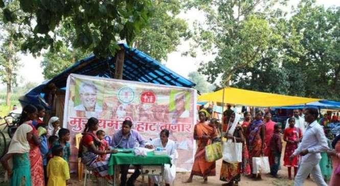 अम्बिकापुर : मुख्यमंत्री हाट बाजार क्लिनिक योजना से पारा मोहल्ला में मिल रही स्वास्थ्य सुविधा, जिले के28हजार मरीजों को मिला निःशुल्क स्वास्थ्य जांच एवं उपचार