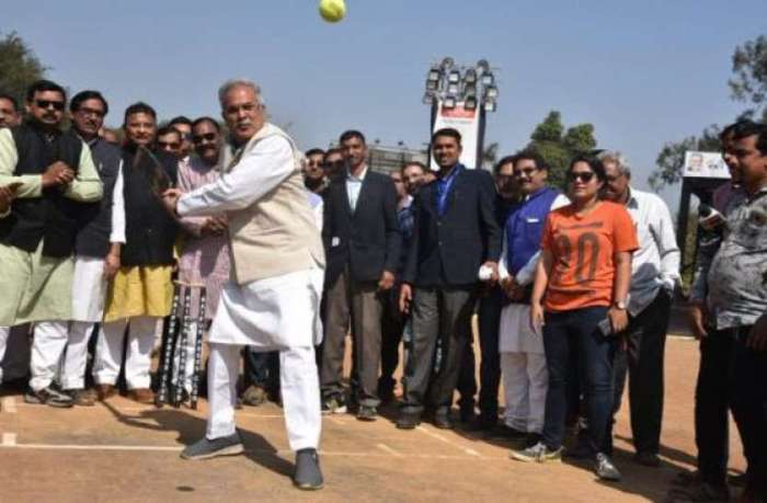 cm_bhupesh_baghel-playing-cricket