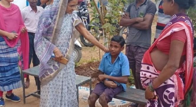 दिव्यांग क्रिकेटर मड्डा राम को विधायक देवती कर्मा ने लिया गोद, पढ़ाई का सारा खर्च उठाएंगी