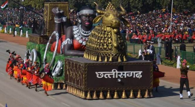 वीडियो गणतंत्र दिवस 2020 : राजपथ पर छत्तीसगढ़ी आभूषण, कला-शिल्प और ककसार नृत्य की अद्भूत झाँकी, लाखों दर्शकों ने तालियों की गड़गड़ाहट से किया स्वागत
