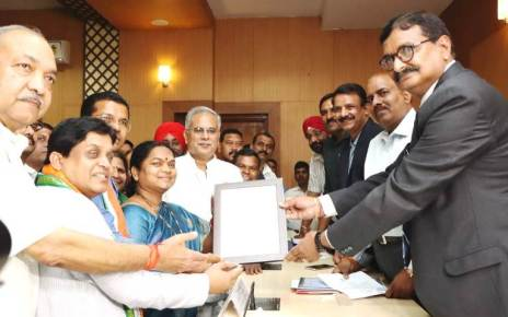 phoolo-devi-netam-recieves-rajyasabha-membership-certificate