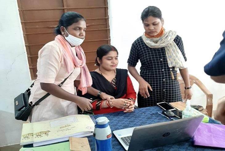 patwari-caught-taking-bribe