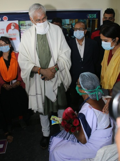 health-minister-ts-singhdeo-wents-to-vaccine-centr