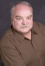 Richard Riehle headshot