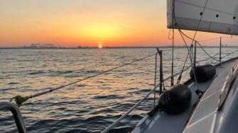 Un apus de soare privit de pe un yacht, este ceva d epovestit. FOTO Ovidiu DRUGAN