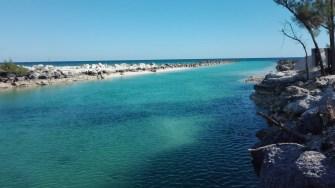 Un canal de legătură între ocean și lagune. FOTO Cătălin SCHIPOR