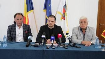 Președintele FPTR, Mohammad Murad, ministrul Turismului, Bogdan Trif și președintele Organizației Patronale Mamaia, Nicolae Bucovală. FOTO Adrian Boioglu
