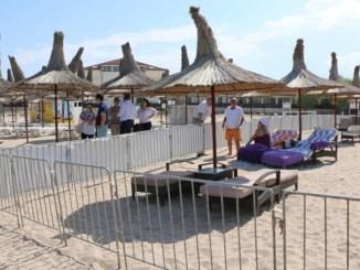 Accesul pe plaje se va putea face și cu prosop sau cearșaf, nu numai pe șezlong