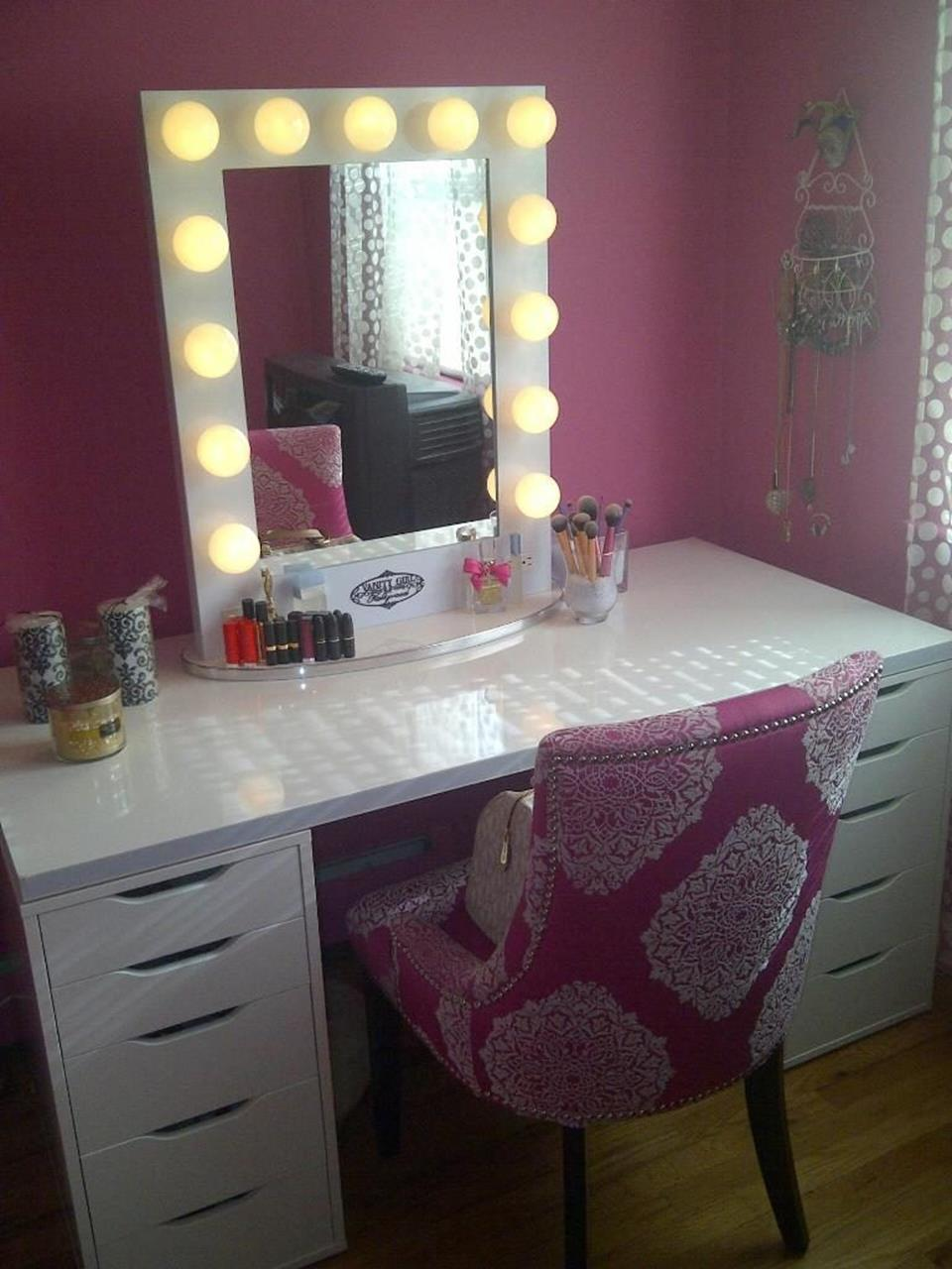 Bedroom Vanity Set With Lights Around Mirror 11