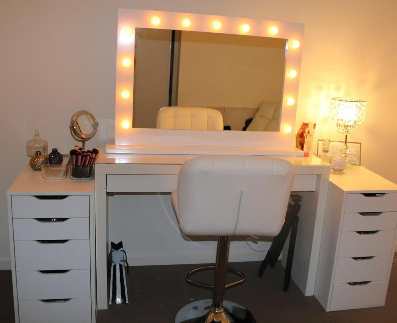 Bedroom Vanity Set With Lights Around Mirror 25