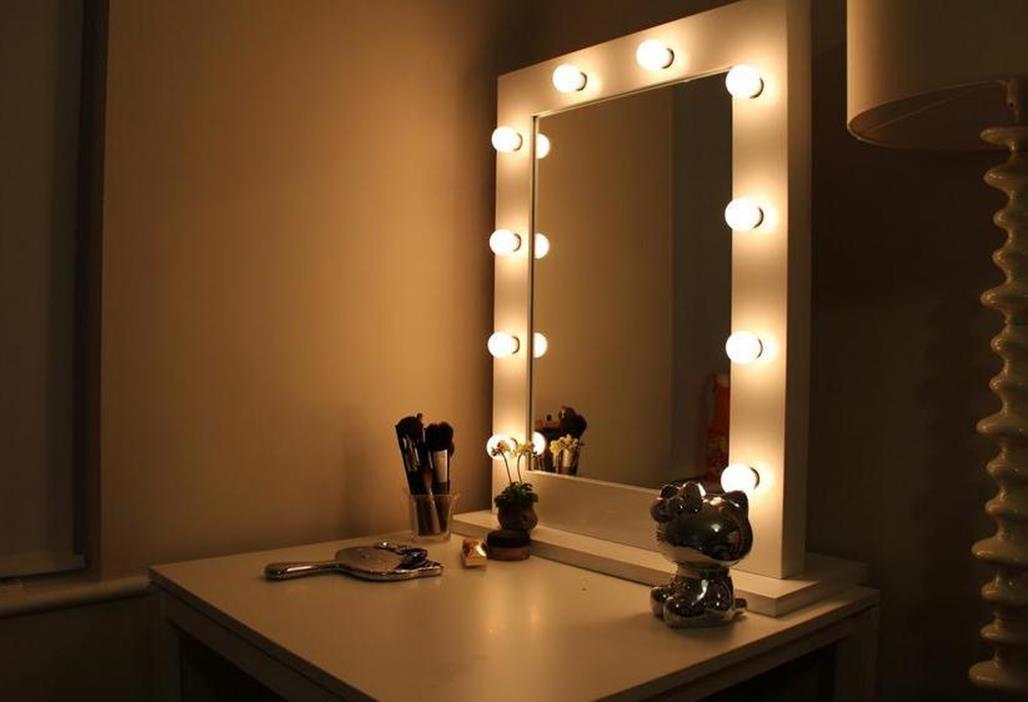Bedroom Vanity Set With Lights Around Mirror 31