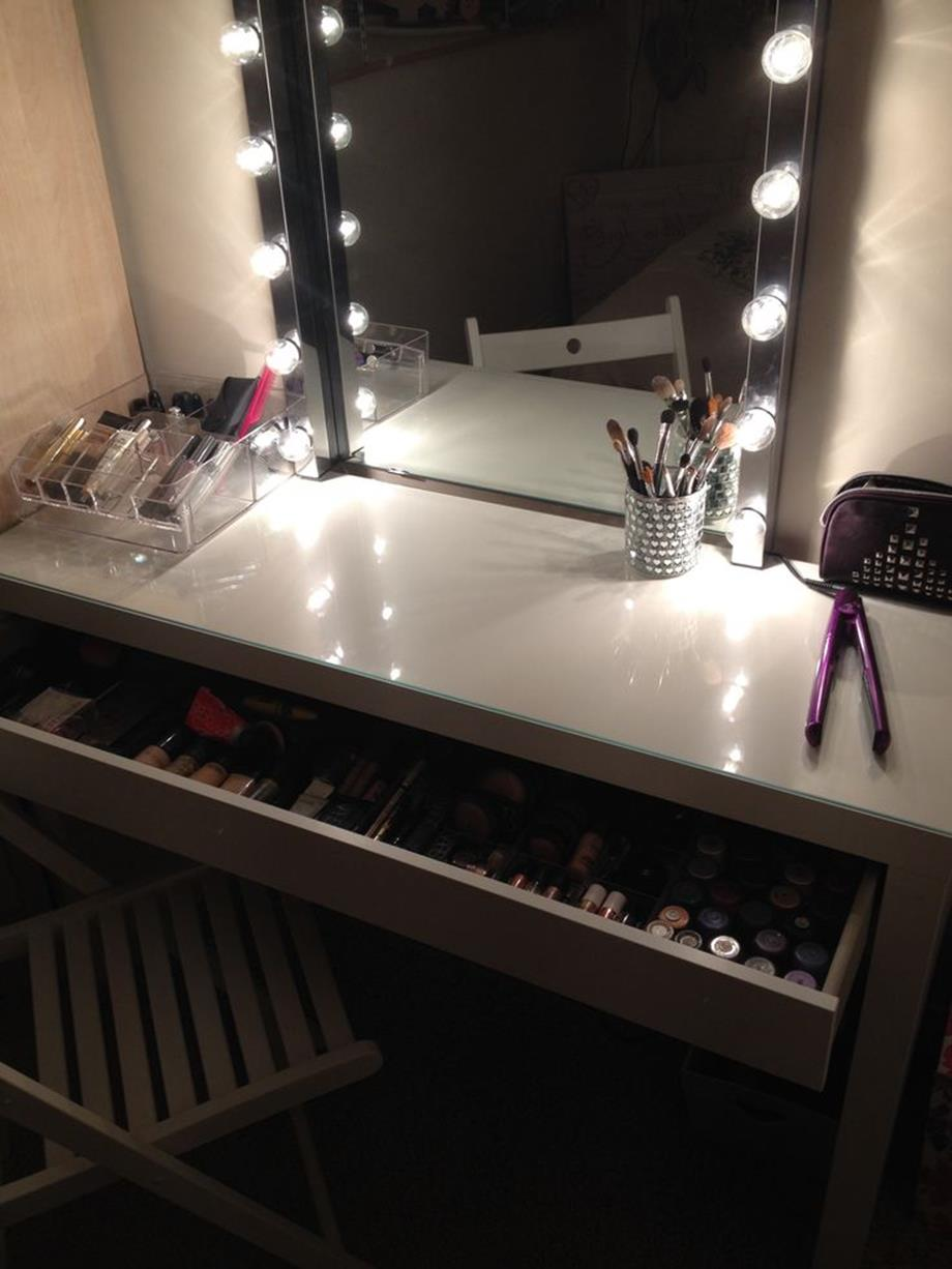 Bedroom Vanity Set With Lights Around Mirror 36