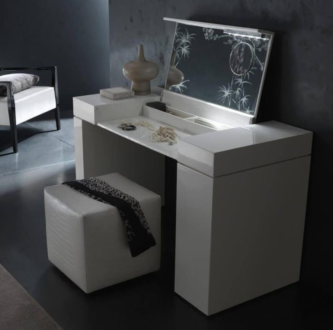 Bedroom Vanity Set With Lights Around Mirror 4