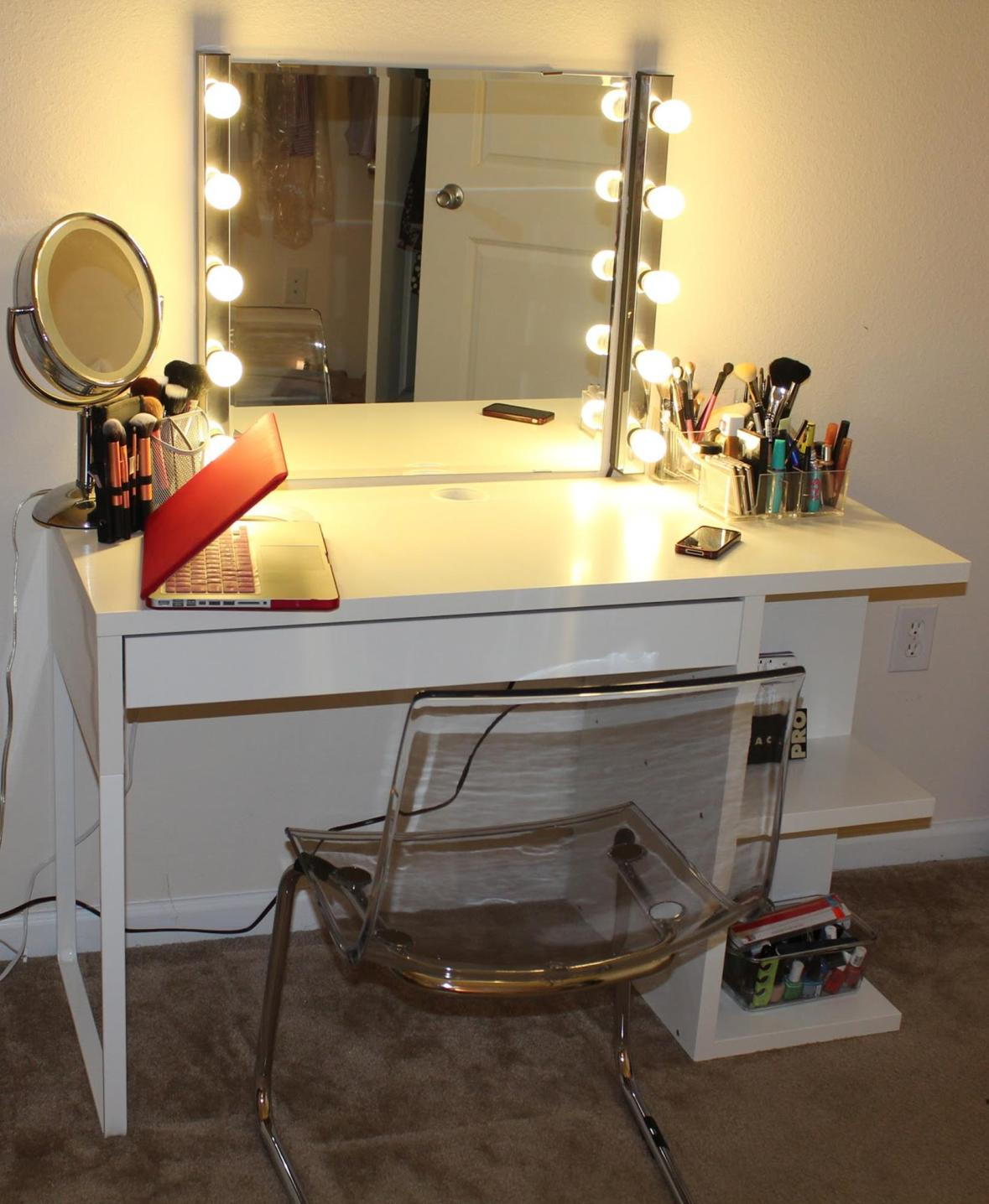 Bedroom Vanity Set With Lights Around Mirror 9