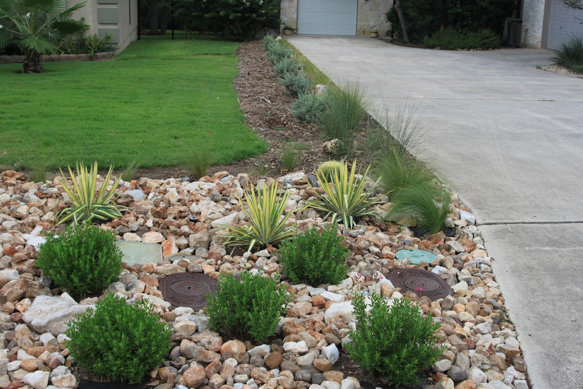 Landscaping Ideas With Rocks And Mulch 26