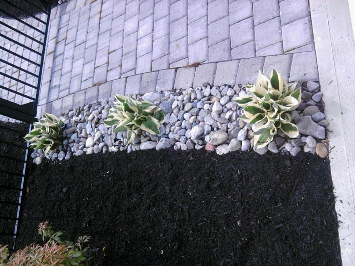 Landscaping Ideas With Rocks And Mulch 8