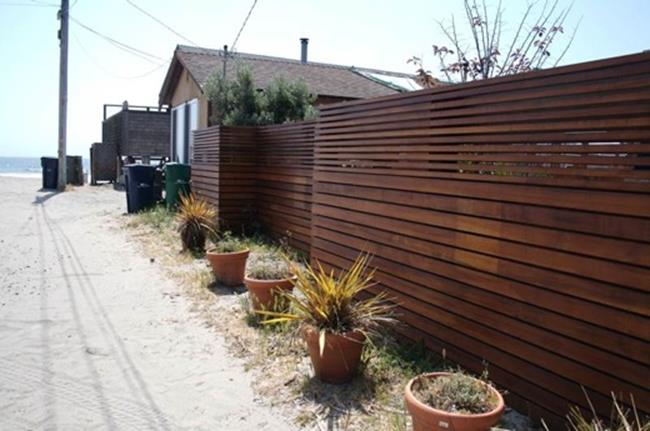 Modern Wood Fence Design Ideas 22