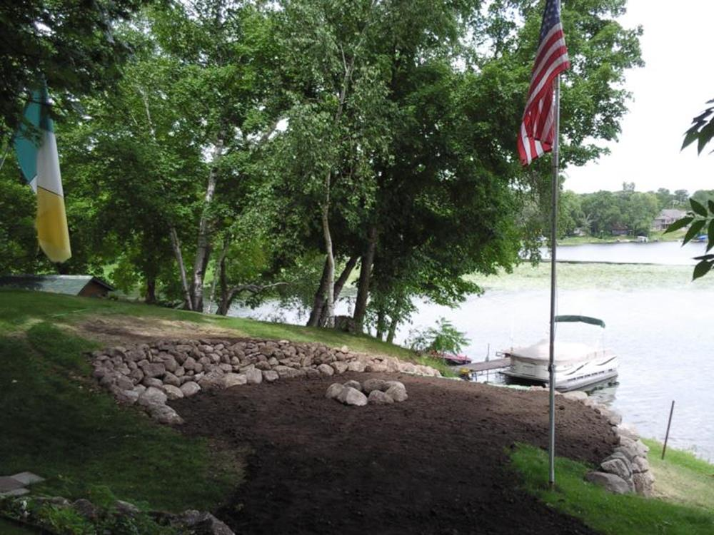 Lakefront Property Landscaping Ideas 20