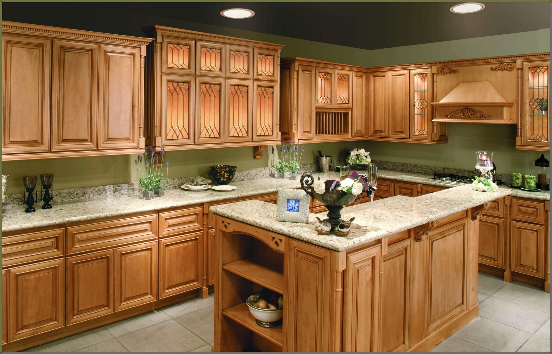 41 Attractive Kitchen with Maple Cabinets Color Ideas ... on Best Countertop Color For Maple Cabinets  id=90642