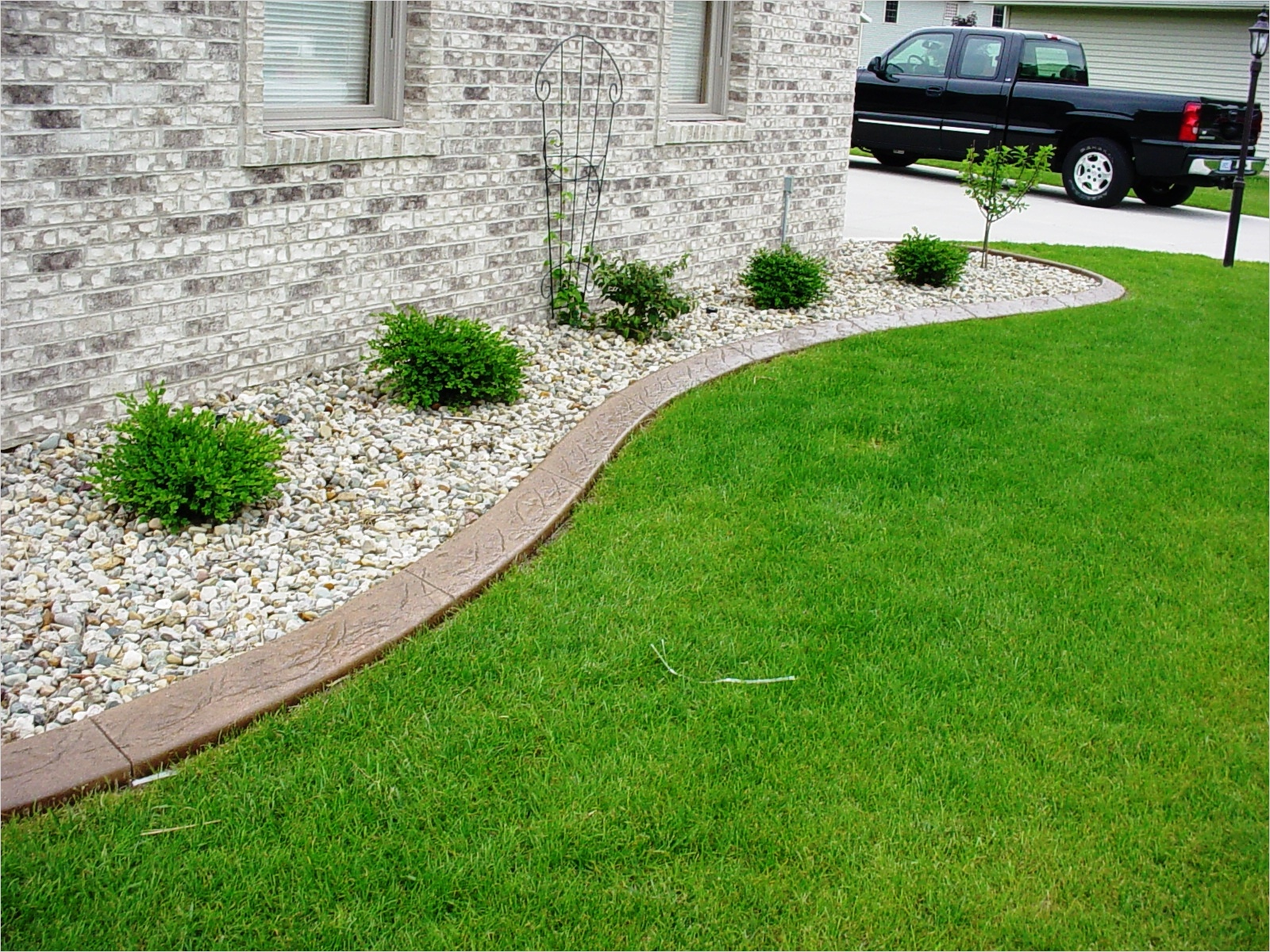43 Perfect Gravel Landscaping Ideas 52 Gravel and Grass Landscaping Ideas 9