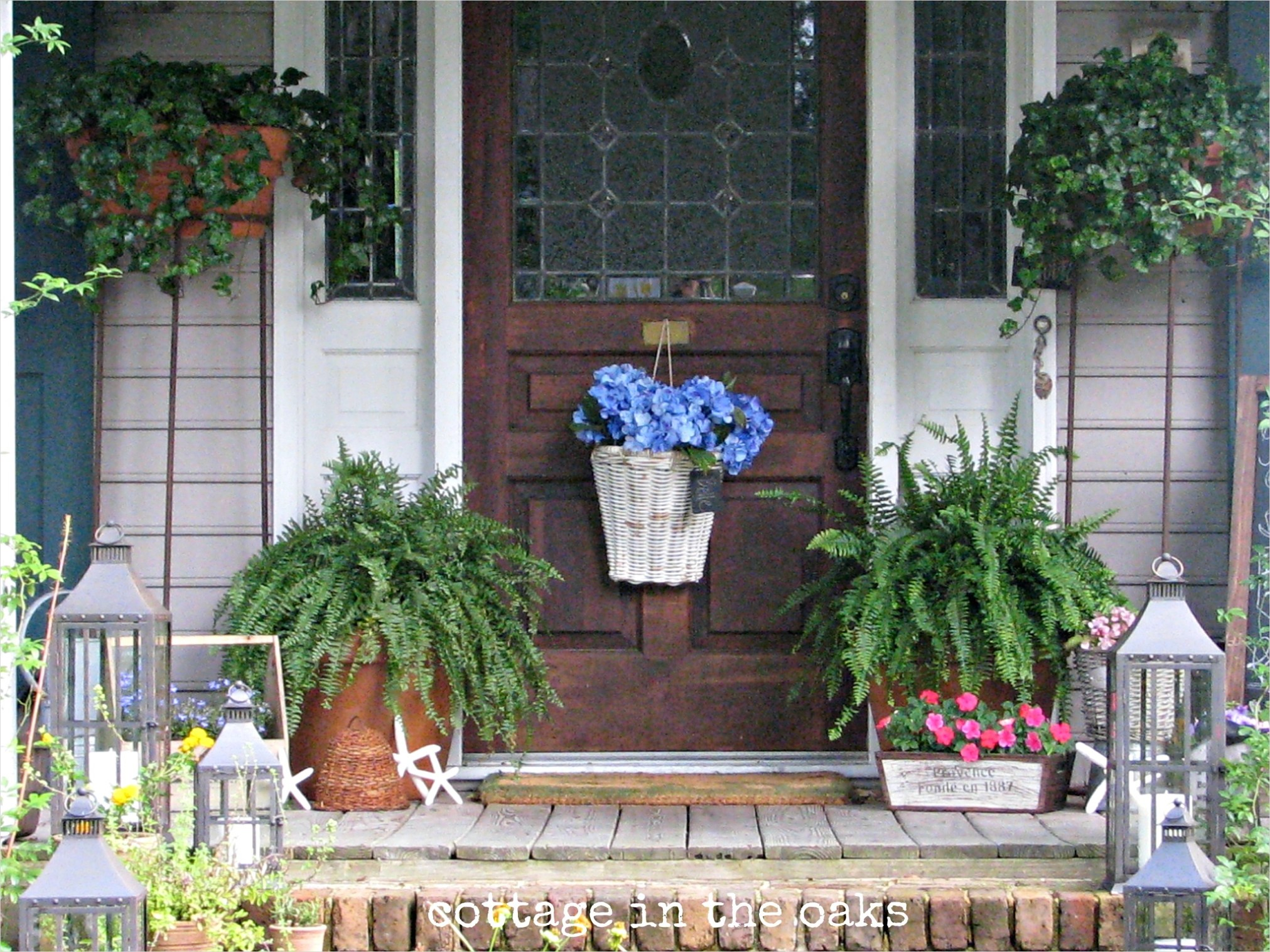 40 Beautiful Summer Porch Decorating Ideas 45 Summer Front Porch Cottage In the Oaks 8