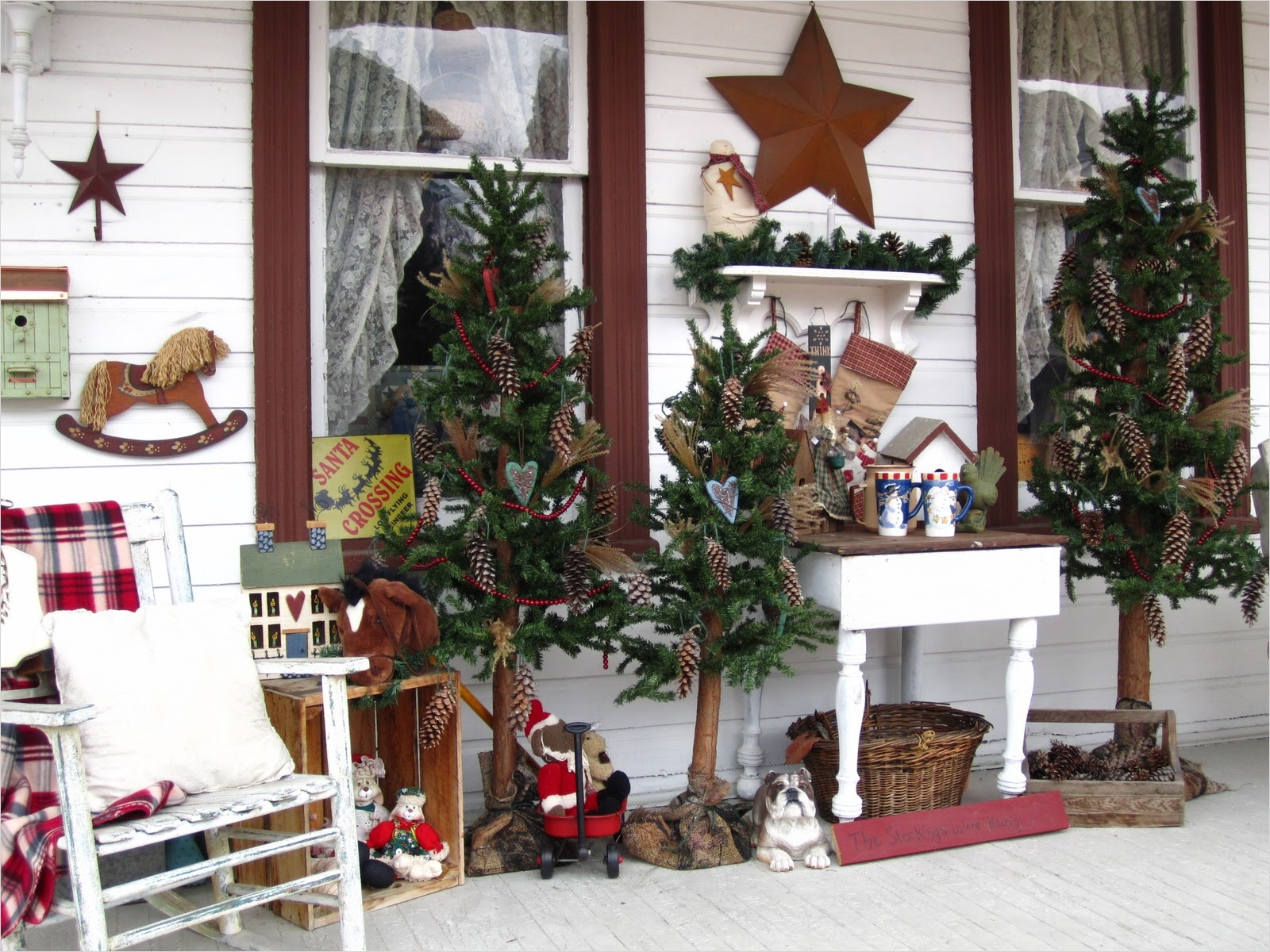 41 Amazing Country Christmas Decorating Ideas 75 Suesjunktreasures Rustic Country Christmas On My Front Porch 7