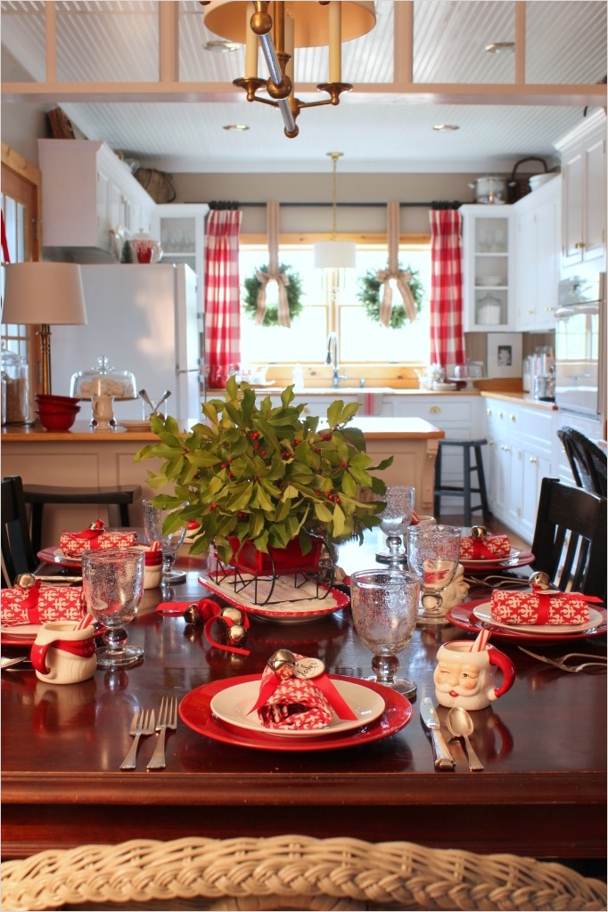 42 Awesome Kitchen Christmas Decorating Ideas 84 14 Fabulous Farmhouse Christmas Kitchens 1