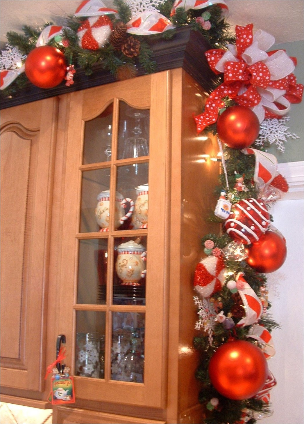42 Awesome Kitchen Christmas Decorating Ideas 73 House Of Decor Christmas Décor for the Kitchen 1