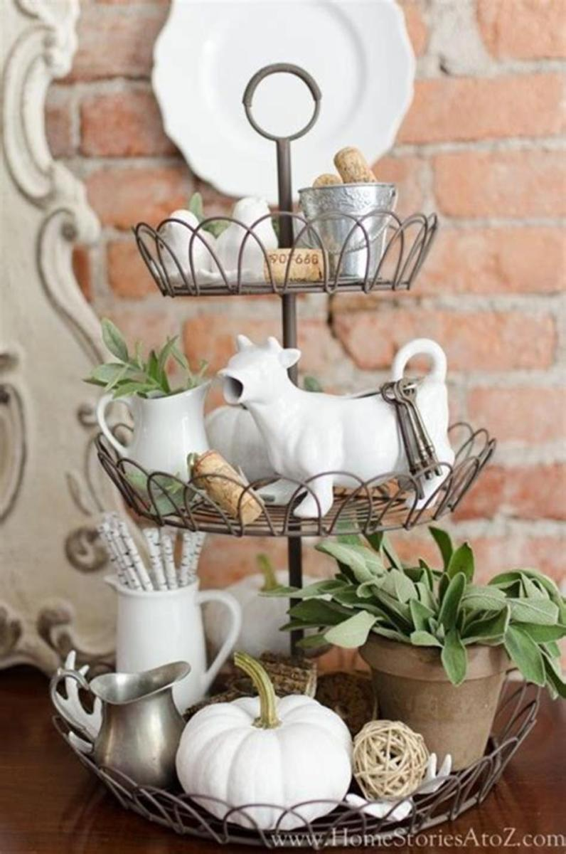 40 Beautiful Farmhouse Style Tray Decor Ideas 26
